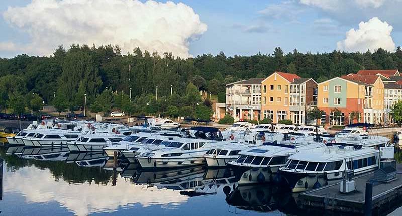 Stationary boats