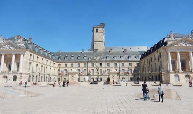 Leboat Bootfahren Dijon Herzogpalast Palais des Ducs