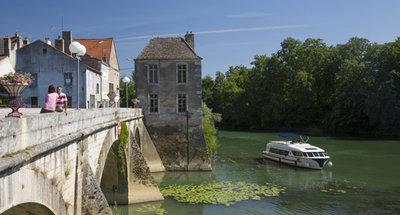 Hausboot im Burgund