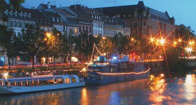 Boote bei Nacht in Aquitanien