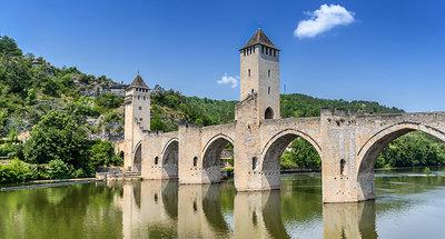 Le Pont Valentré qui traverse le Lot à Cahors