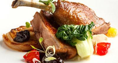 Confit de canard avec sauce aux pruneaux