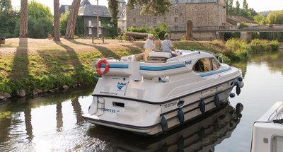 Außenansicht des Hausbootes Countess von Le Boat