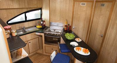 Küche des Hausbootes Magnifique von Le Boat