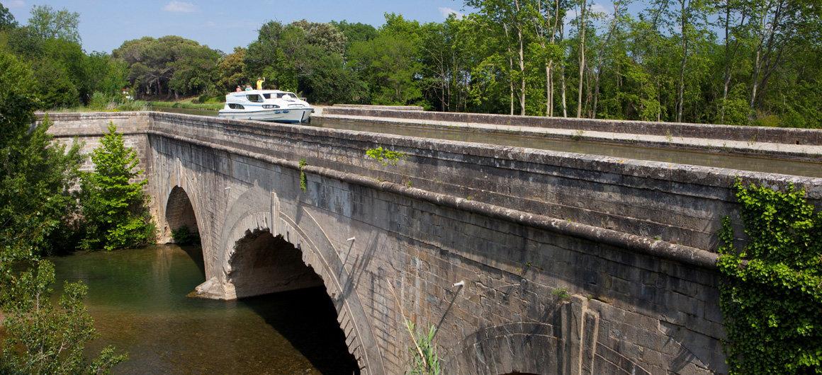 Aquädukt von Argelier am Canal du Midi