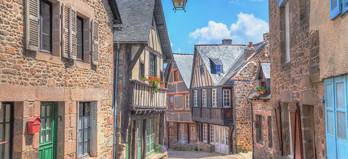 Straßen von Dinan, Bretagne