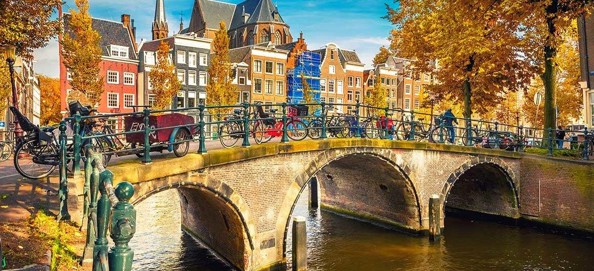 Brücke über den Kanal, Amsterdam, Niederlande