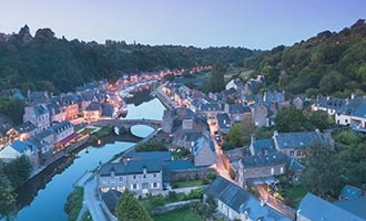 Dinan bei Nacht, Bretagne