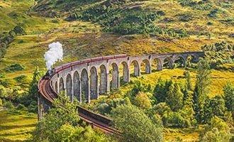 Eisenbahnviadukt Glenfinnan und der Jacobite Steam Train